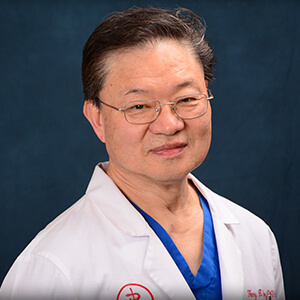 Henry Yoo, Veterinarian in LA